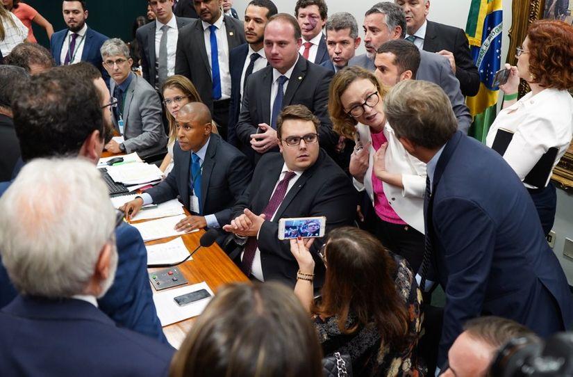 Câmara deve votar hoje relatório da reforma da Previdência
