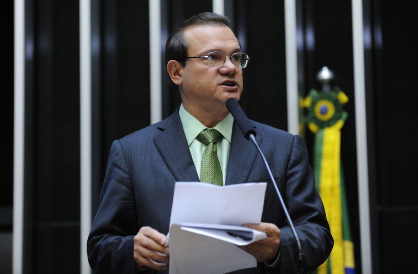 W.F. protesta contra corte de Bolsonaro, mas deve emplacar comissionado no Dnit