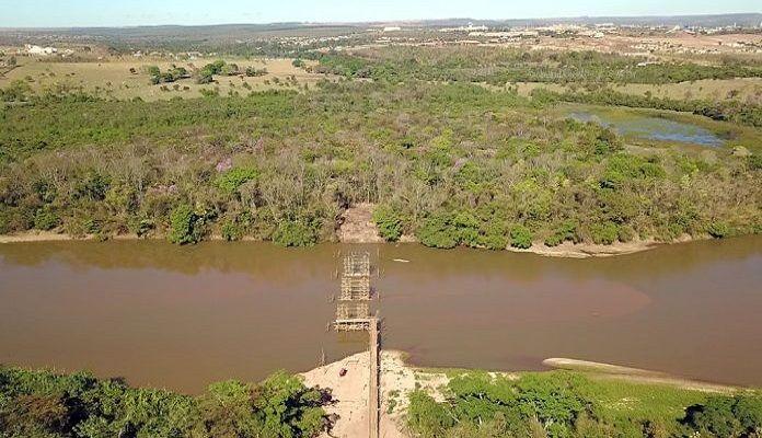 Ponte que leva a lugar nenhum sem recursos para ser concluída