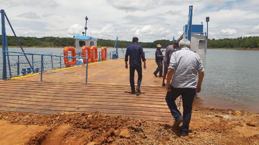 Secretário e equipe técnica da Sinfra vistoriam operação de balsa no Manso
