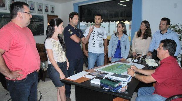 Confederação Brasileira de Canoagem discute mudanças na pista de competição do Parque Ambiental