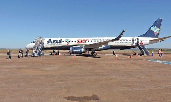 Azul Linhas Aéreas suspendeu voos neste dia 1º. Setrat busca novas companhias