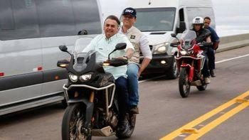 Presidente Jair Bolsonaro dá carona a ministro Tarcísio de Freitas Foto: Anderson Riedel / Divulgação