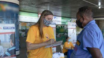 Orientações a taxistas no Terminal Rodoviário de Cuiabá - Foto por: Detran-MT
