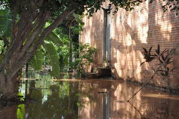 População deve evidar o contato com a água de inundações e enchentes