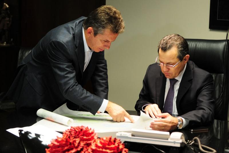 Em fevereiro deste ano, quando o prefeito de Cuiabá, Mauro Mendes, apresentou alternativas de transferência ao governador - Foto: Secom