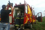 Carreta tomba sobre caminhonete na BR 364 e deixa cinco mortos