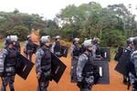 Policiais cumprem reintegração de posse em propriedade invadida em 2015