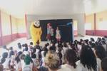"""Em Primavera do Leste escolas recebem peça teatral """"Aventuras no Mundo Encanado"""""""