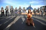 Pacificamente, 4 mil indígenas protestam em Brasília contra redução de direitos