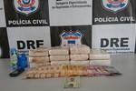 Polícia Civil apreende 11 tabletes de cocaína