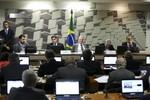 Oposição lê votos em separado ao relatório da reforma trabalhista em comissão do Senado