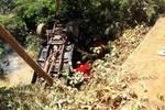 Dois homens morrem após carro cair em córrego