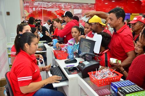 Já no primeiro dia, população foi às compras