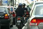 Câmara aprova trânsito de motocicletas entre veículos em fila