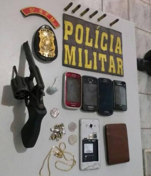 Revólver e droga apreendidos pela Polícia. Foto: GazetaMT
