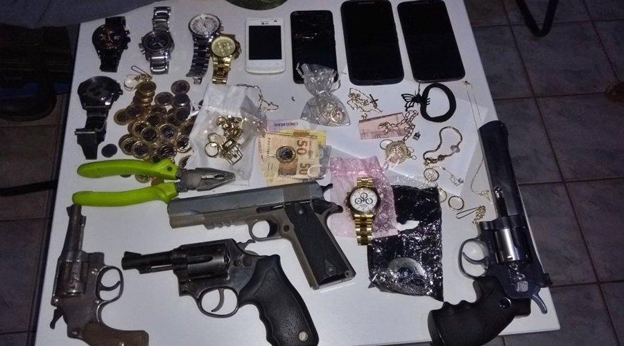 Materiais recuperados e armas apreendidas pela polícia. Foto: divulgação PM/MT.