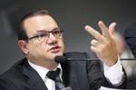 Justiça condena W.F. por se promover com recursos federais