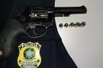 Motorista e passageiro são detidos com arma e munições durante operação