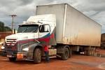 Caminhão com carga de defensivos é recuperado em Pedra Preta