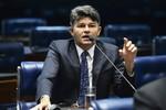 Medeiros cobra PRF desobstrução da BR-364 fechada por índios que cobram pedágio