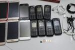Mulheres tentam entrar em Cadeia com 13 celulares escondidos em fralda infantil