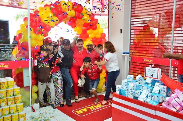 Clima de festa na inauguração da nova loja.