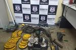 Suspeitos são presos quando se preparavam para arrombar caixa eletrônico