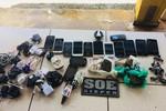 Funcionários de restaurante são presos ao tentarem entrar com droga e celulares em CDP
