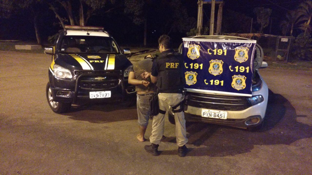 Suspeito preso pela PRF na BR-364. (Foto: divulgação PRF/MT)
