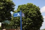 Distrito Industrial José de Alencar recebe placas de sinalização das vias