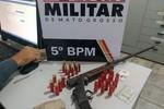 Advogado e mais uma pessoa são presos com espingarda e 30 munições