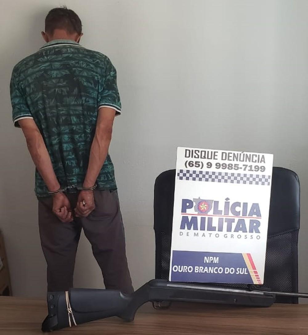 Homem é preso suspeito de atirar em cadela em Itiquira. (Foto:) divulgação PM/MT)