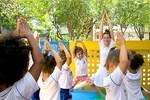 7 exercícios de yoga para praticar com bebês e crianças
