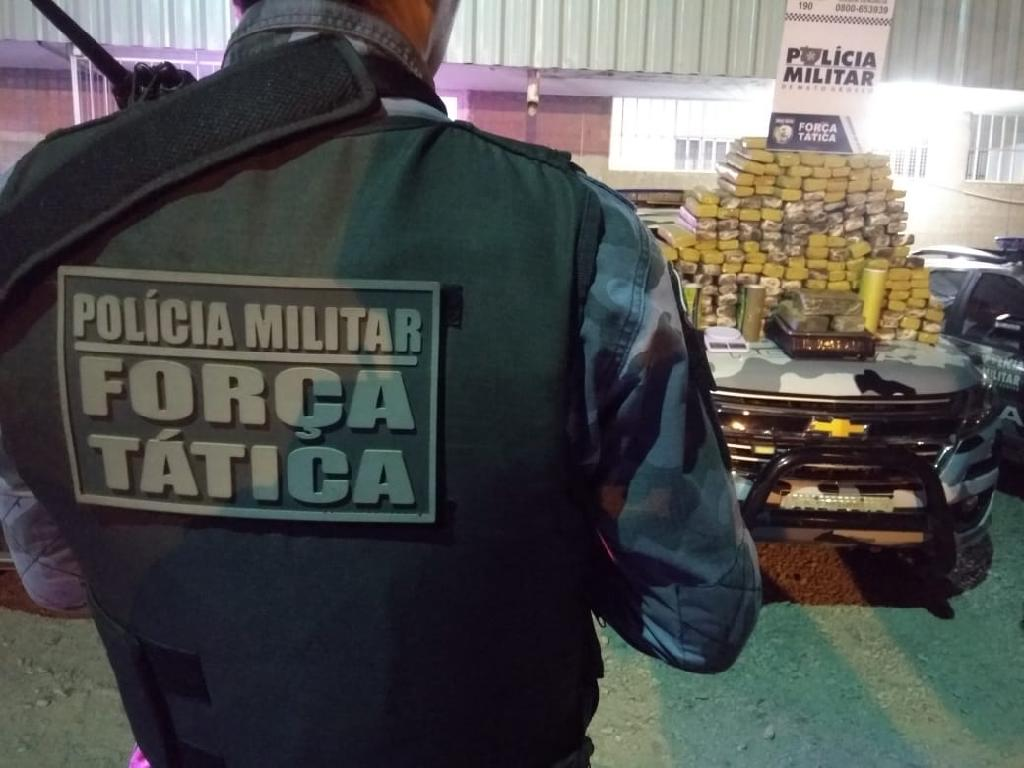 O local onde a droga foi apreendida seria um centro de distribuição para Cuiabá e outras regiões. (Foto: divulgação PM/MT)