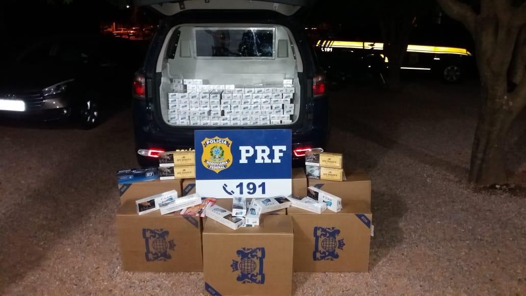 Caixas de cigarros apreendidas na bagagem do idoso. (Foto: divulgação PRF/MT)