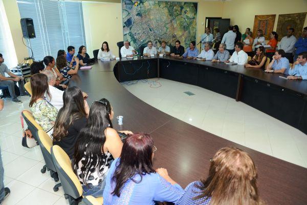 Reunião realizada em 2013 concretizou o Plano Municipal de Educação em Rondonópolis