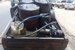 Galões com 600 litros de óleo contaminado são apreendidos em Cuiabá