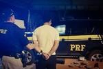 Homem é preso pela PRF com cerca de 10 Kg de cocaína em ônibus