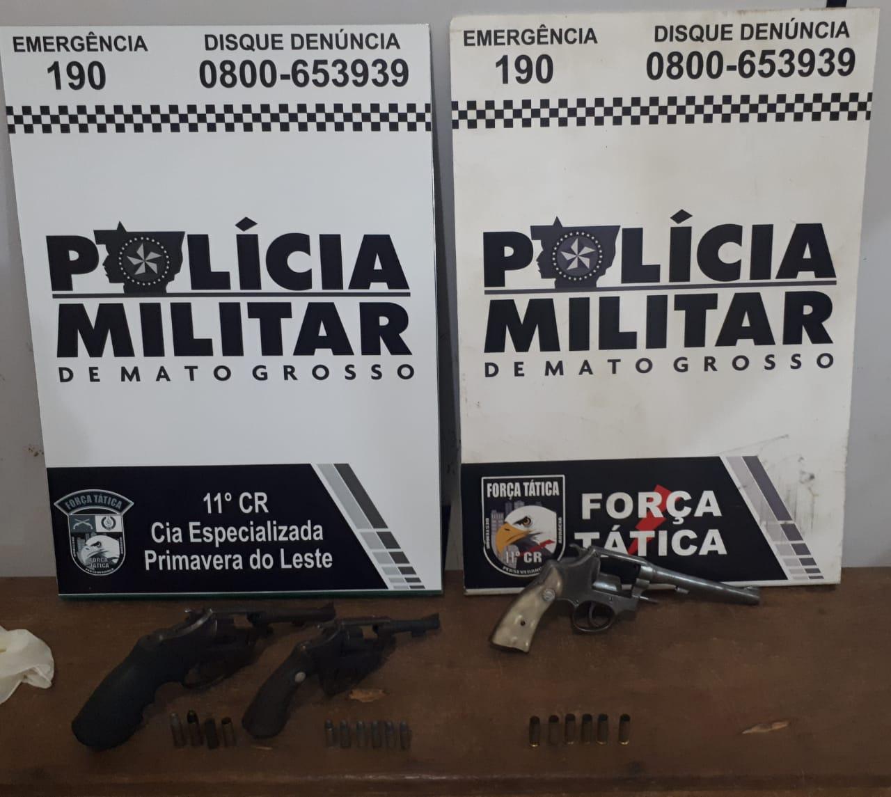 Armas apreendidas pela PM que estavam com os suspeitos. (Foto: divulgação PM/MT)