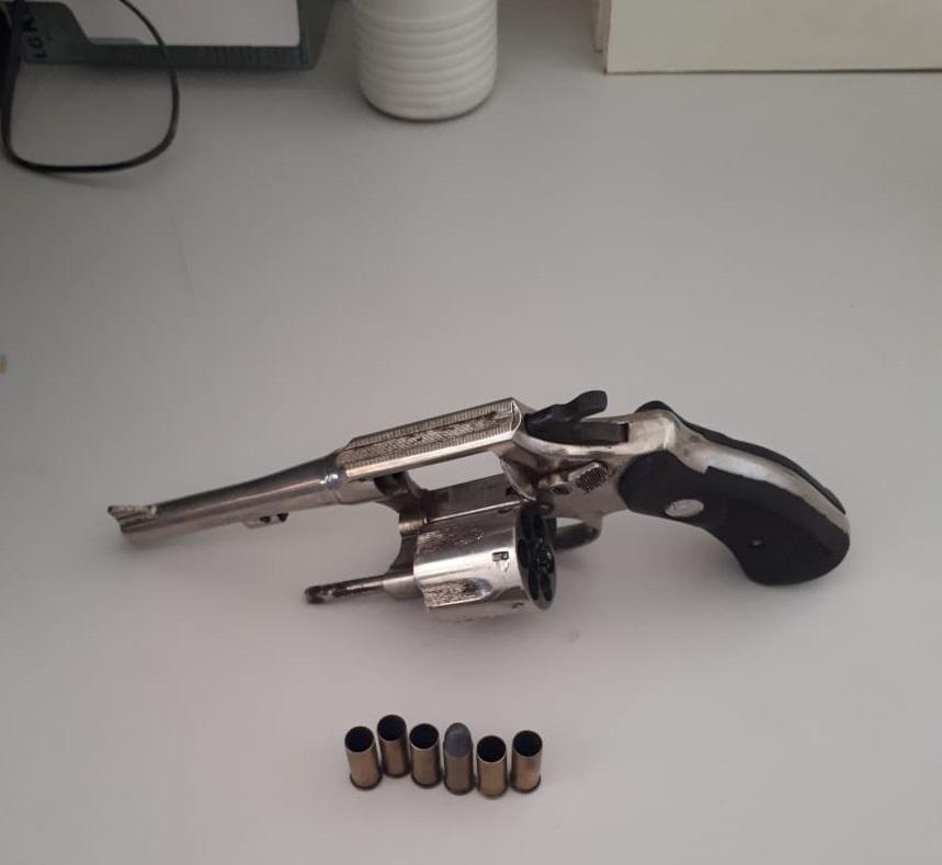 A PM encontrou dentro do caminhão do autor do homicídio uma rama calibre 32 que possivelmente foi usada no crime
