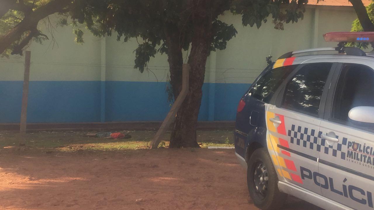 Corpo foi encontrado no pátio da empresa. (Foto: rede social)