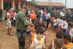 Polícia Ambiental e parceiros entregam brinquedos para crianças de escola em Rondonópolis