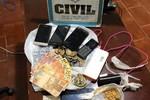 Polícia Civil cumpre mandado em 'boca de fumo' e apreende 70 pedras de droga
