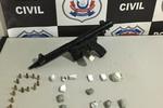 Menor é flagrado pela Polícia Civil com submetralhadora, munições e drogas