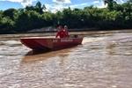 Pescadores encontram corpo de adolescente que se afogou após cair de barco